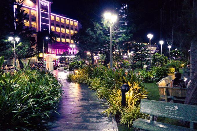 Can Tho City travel guide: Ninh Kieu Park by night