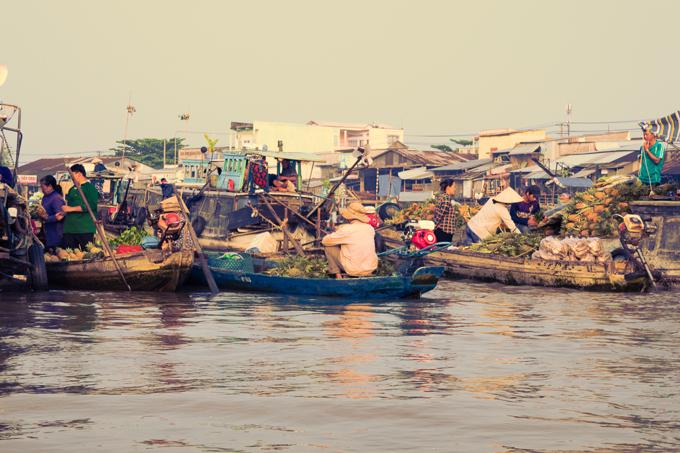 Can Tho City travel guide: Boats on the water at the Cai Rang Floating Market