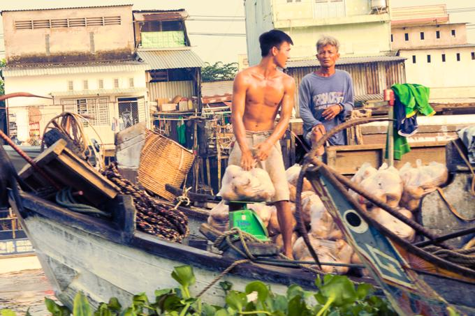 Can Tho City travel guide: Cai Rang Floating Market is a wholesale Market